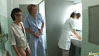 Japanese nurse drops on her knees to drag inflate a dick of a lucky guy