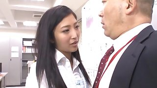 Quickie fucking in the post with attractive secretary Mizuki Miri