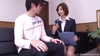 Amateur man gets an amazing blowjob from naughty Akari Asahina