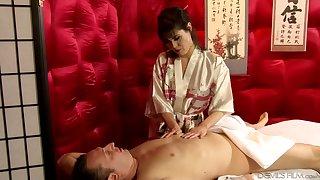 Skilled masseuse Audrey Noir is serving her client at the highest level