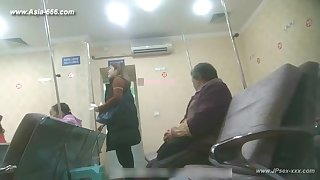 nosiness chinese woman to go to the hospital be beneficial to an injection.1
